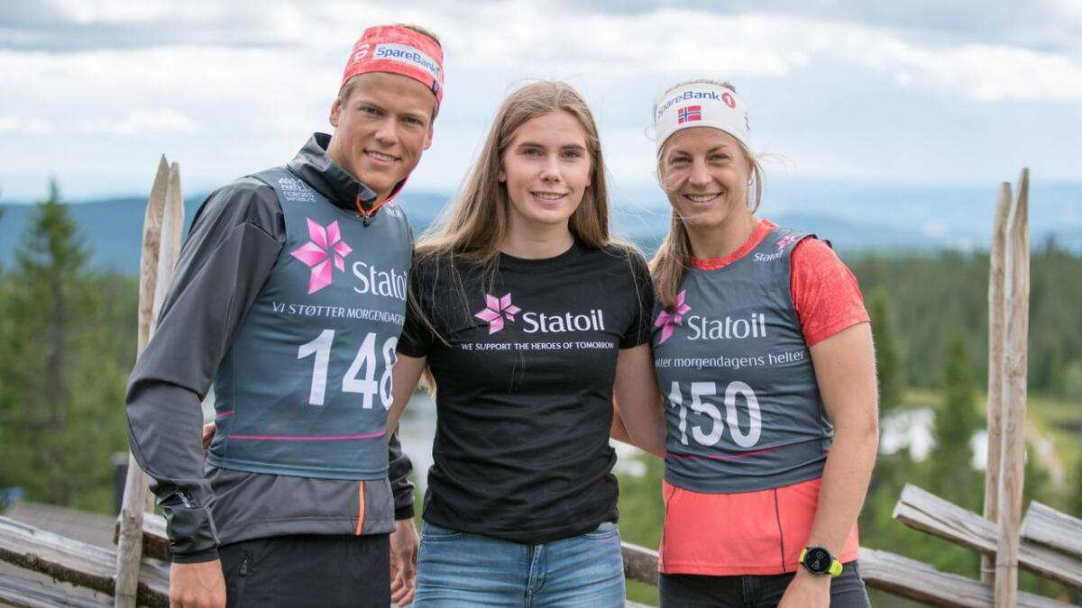 Emma Skjoldli (i midten) saman med Johannes Høsflot Klæbo og Astrid Uhrenholdt Jacobsen.