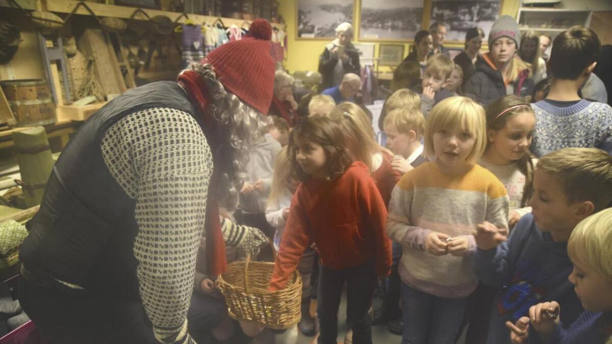 Julenissen trong ikkje spørje om det var snille barn i Moster Museum. Det var han aldri i tvil om
