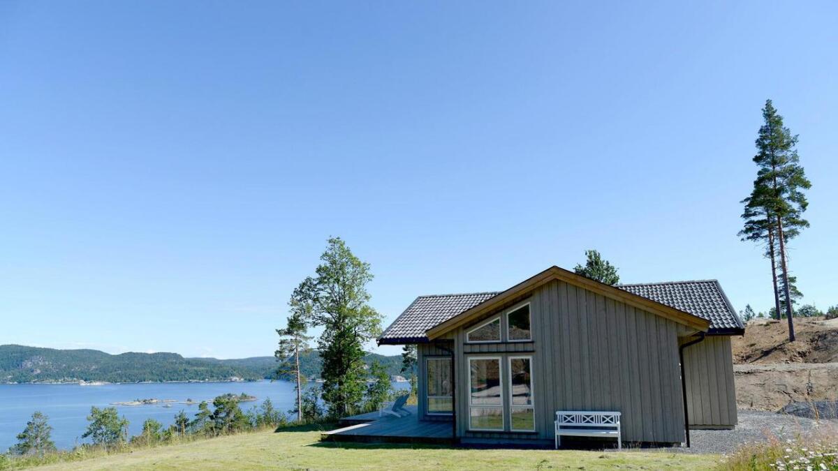 Regjeringen vil endre eiendomsskatteloven og foreslår at kommunene skal kunne frita hytter og fritidsboliger fra eiendomsskatt. Her er en hytte i Kragerø.
