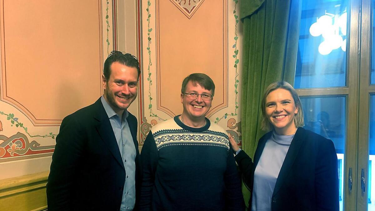 Frå venstre Helge André Njåstad, Boris Groth og Sylvi Listhaug diskuterte statleg finansiert eldreomsorg.