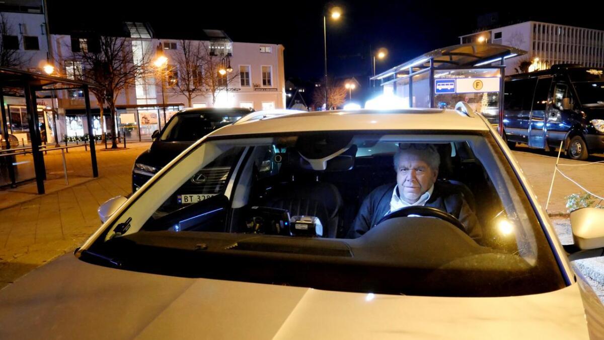 Fem dager etter at han ble slått ned på jobb, jobber Tallak Rønholt helgevakt igjen i drosjen.