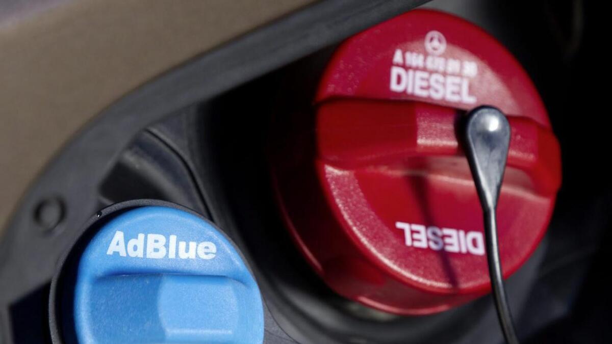 Påfyllingslokkene for AdBlue finner vi på stort sett alle tyngre kjøretøy. Arkiv