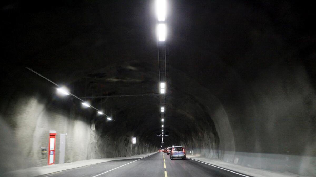 To førarar fekk forenkla førelegg for å ha køyrd for fort i Tunsbergtunnelen.