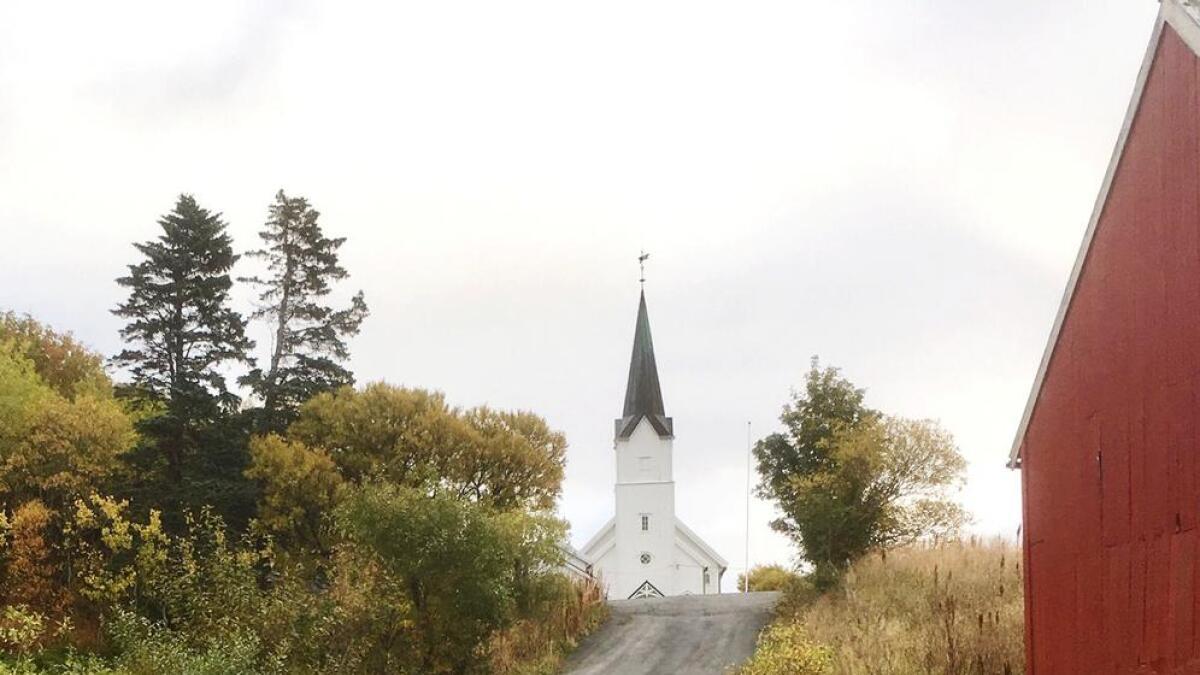Veien opp til Malnes kirke skal utbedres og utvides til fire meters bredde, før den asfalteres.