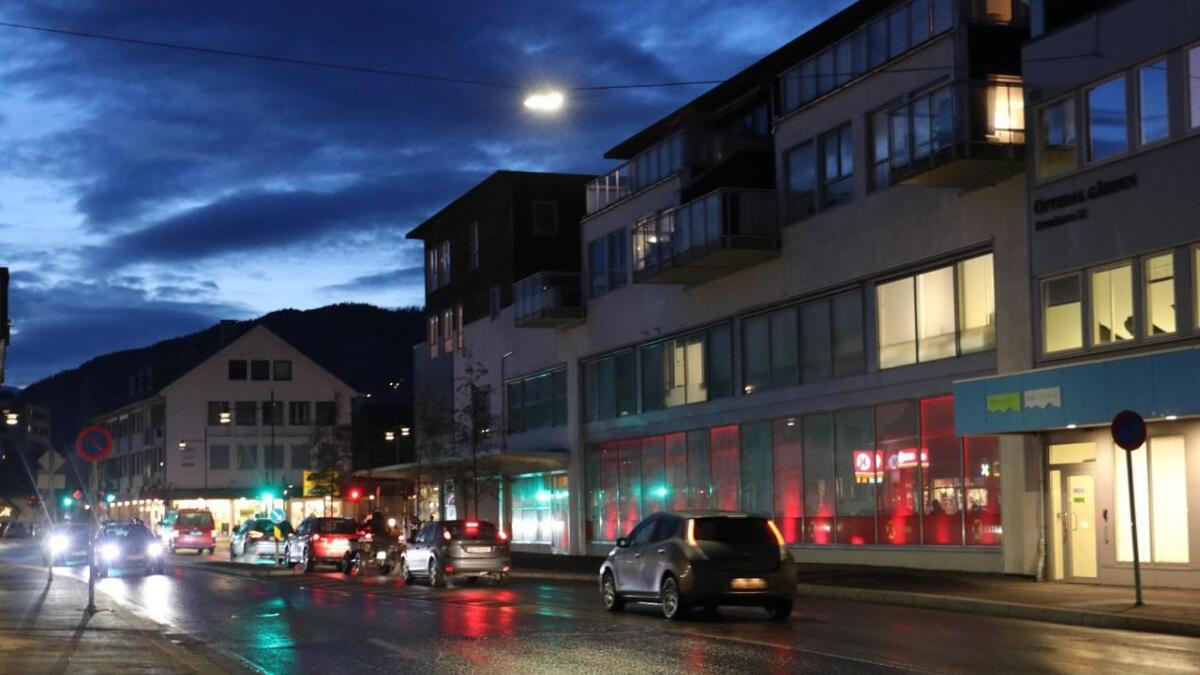 Den fulle mannen vart fyrst tilsnakka av politiet i Standavegen, og deretter i Uttrågata (biletet).