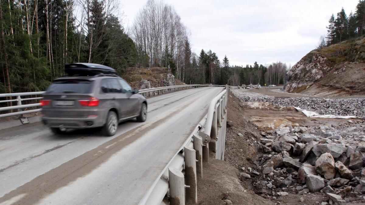 Enkeltpasseringer på Rv 36 her mellom Slåttekås og Årnes kan bli hevet fra 26 til 28,80 kroner i 2015-kroner. Samtidig vil man øke brikkerabatten.
