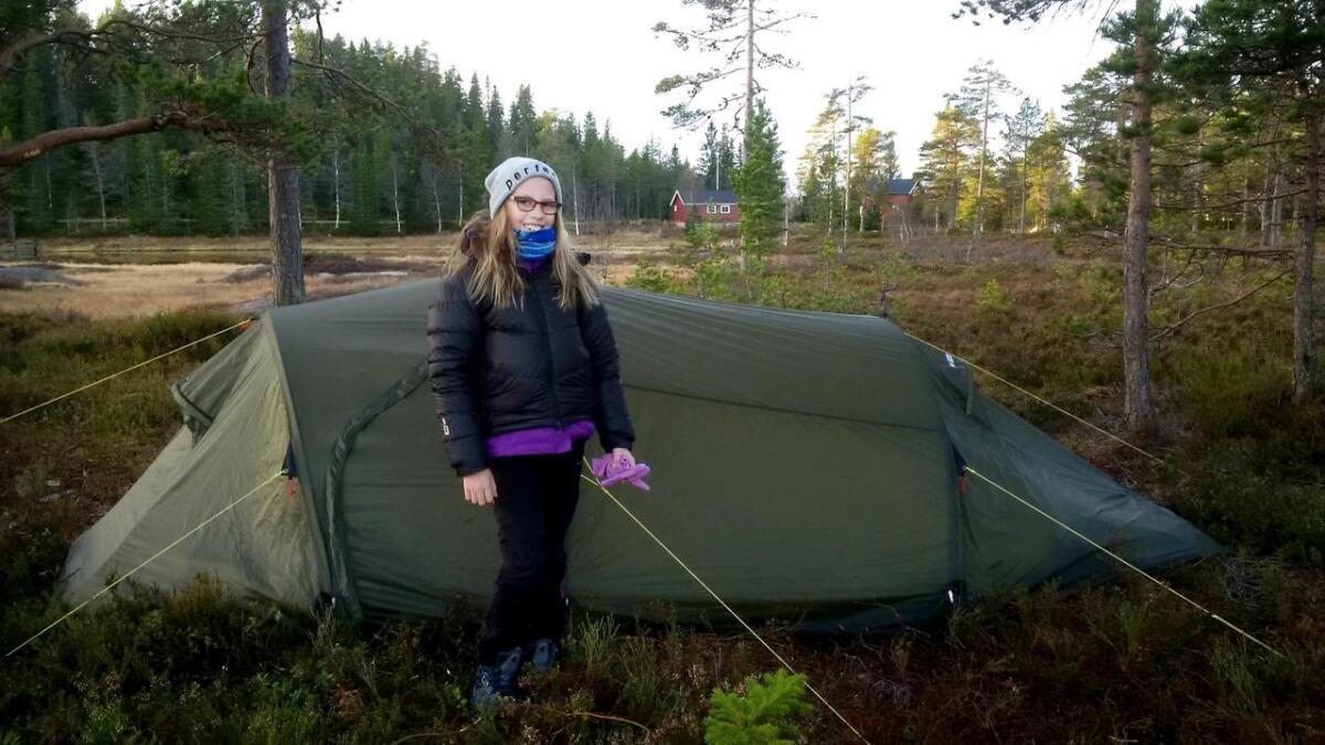 Derfor sover Pernille (11) ute i telt minst én gang hver måned