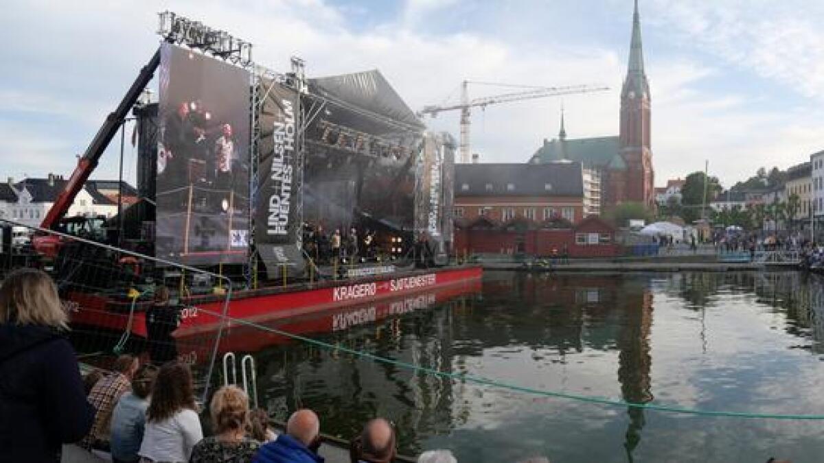 Mye mennesker samlet seg i Pollen til konserten med De nye gitarkameratene.