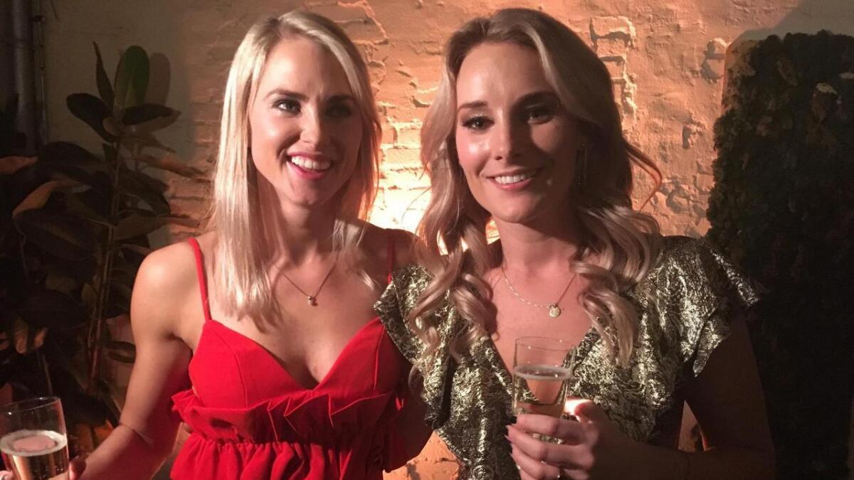 Tonje Frøystad Garvik (t.v.) vant bil og hytte i «Farmen». Hytta vil hun og kjæresten Lene Sleperud bygge på Turufjell i Flå.