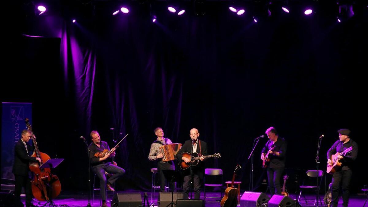 Tom Willy Rustad – bass/munnharpe, Øystein Rudi – fele/hardingfele, Jo Asgeir Lie – trekkspel, Jonas Fjeld – song/gitar, Ben Basgaard – gitar of Erlend Styve – gitar.