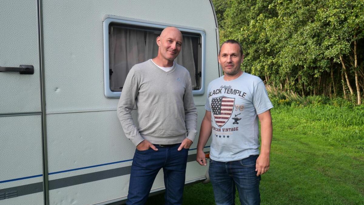 Jonas Hegerholm og Thomas Birkebekk i Ahlsell Norge satser på campingvogn i stedet for hotellrom.