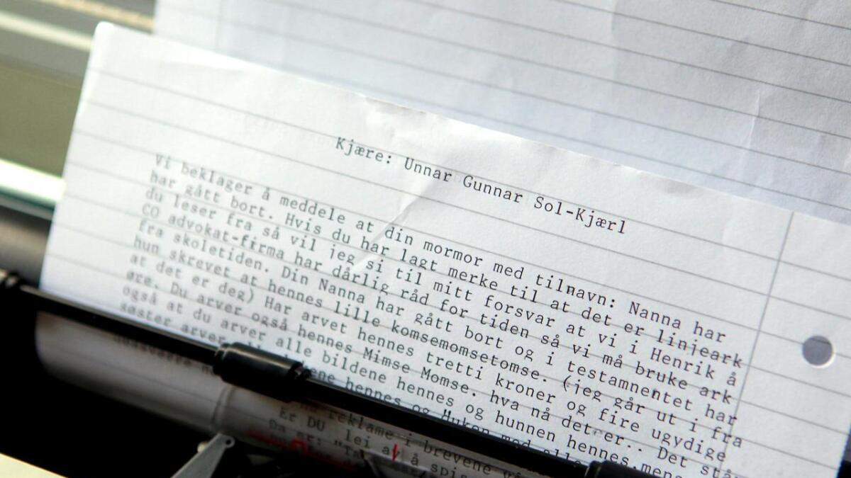 Mormors gamle skrivemaskin har blitt redningen, siden pc og tv er for slitsomt.