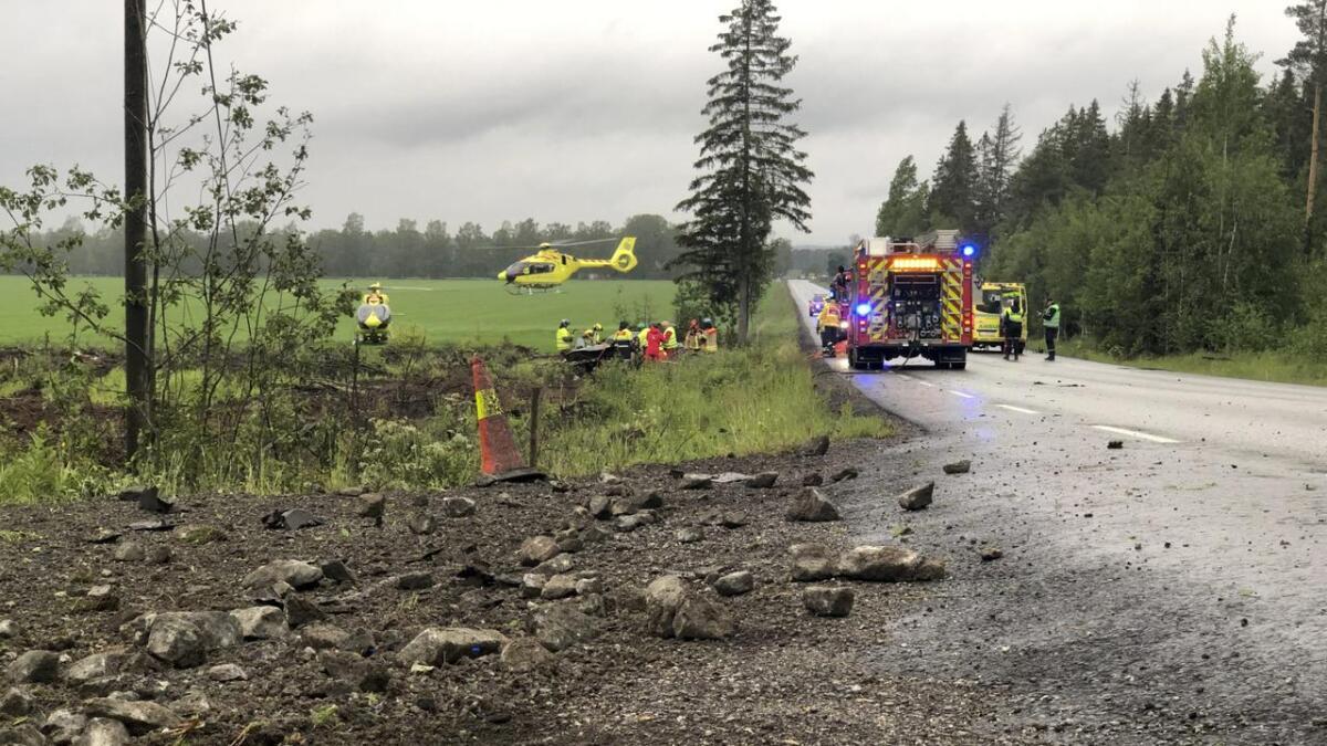 To personer, en mann og en kvinne, er kritisk skadd etter ulykken på Fuglefjellvegen lørdag kveld.