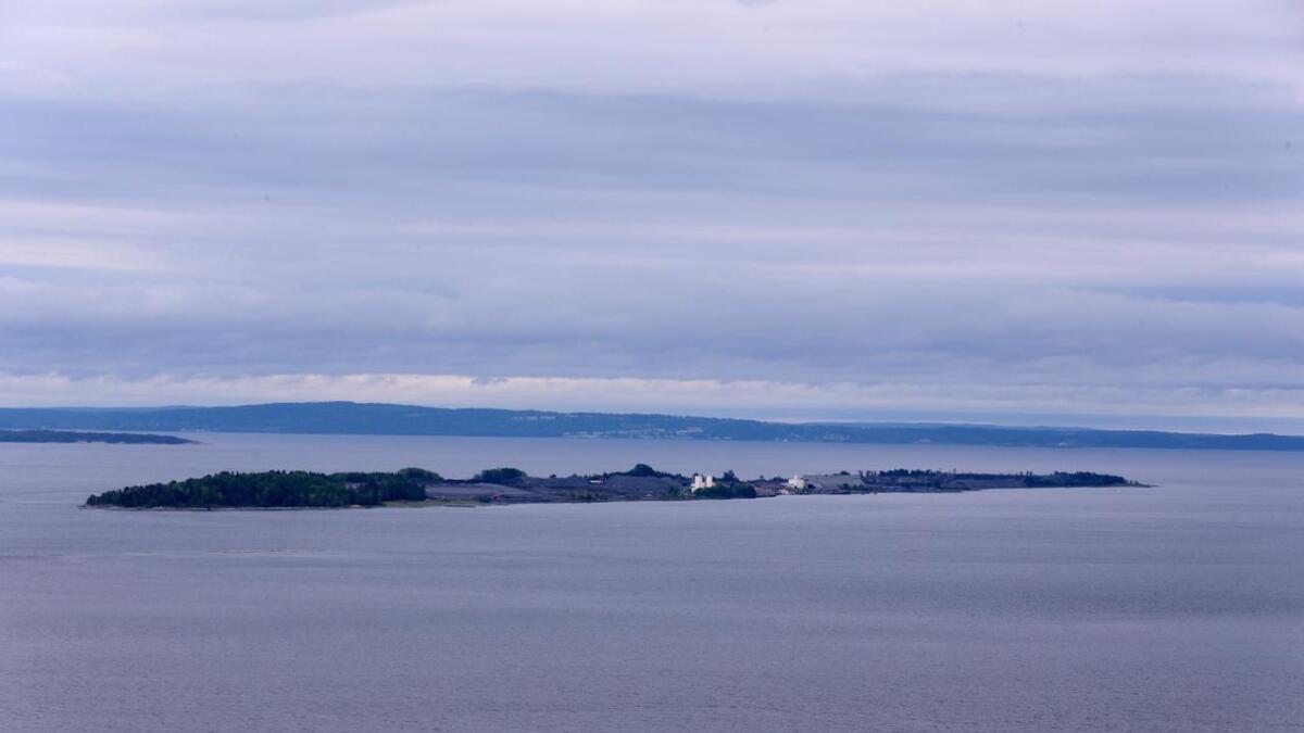 Deponiet på Langøya har vært i bruk siden 1979 og ble etablert for å få en løsning for Kronos Titans svovelsyre som inn til da var sluppet ut i Glomma.
