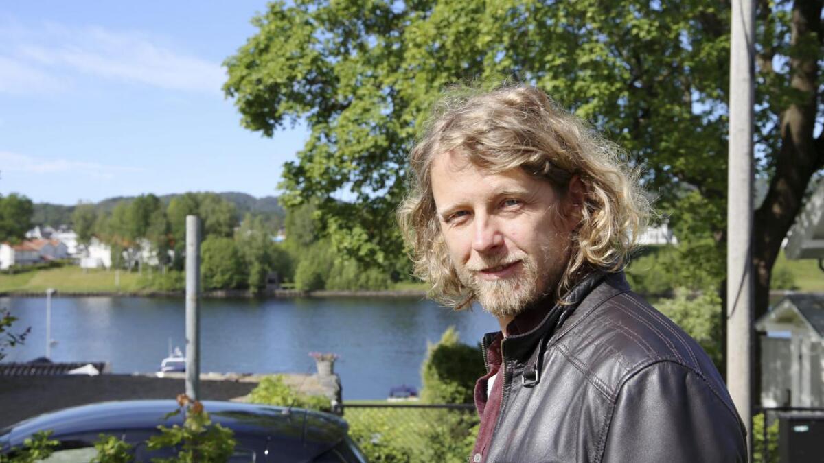 Fredrik Brattberg spilles på mange scener i utlandet, men ikke i Norge. I høst kommer derimot stykket «Sørsiden» opp i Bergen, og regissør Tyra Tønnesen mener han fortjener dramatikeren fra Porsgrunn fortjener en festival. Begge