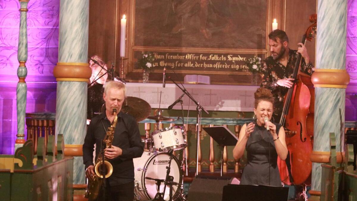 Tore Brunborg (saksofon), Siv Øyunn Kjenstad (trommer/perkusjon), Beate Slettevoll Lech (vokal), Mats Eilertsen (kontrabass) og Marte Ebersen (piano).
