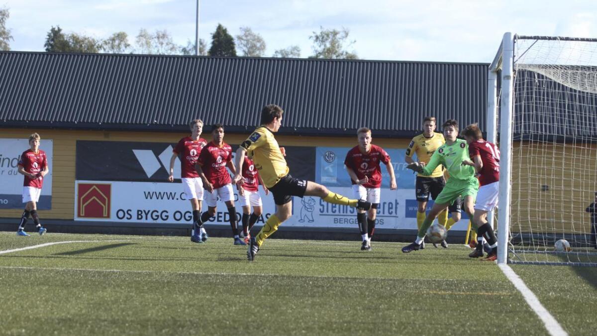 Det tok 20 minutt før Os kunne jubla for mål. Mats Cato Moldskred skåra etter fint forarbeid av Frode Storebø på venstresida til Os.