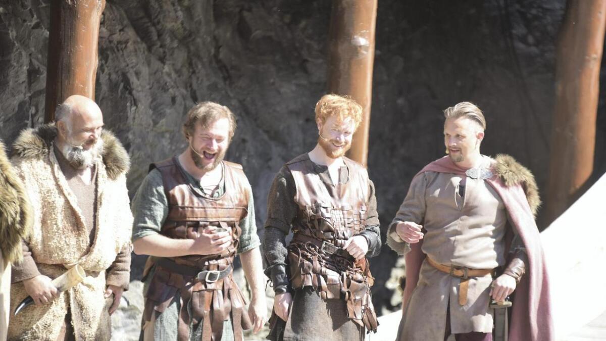 Vikingane får godt betalt i England og tek seg ein fest