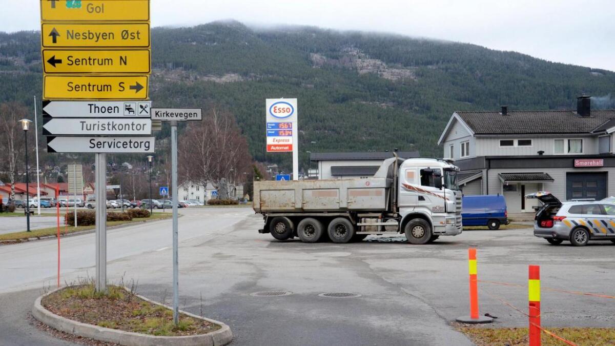 Lastebilen var på veg inn på Essoplassen då ulykka skjedde.