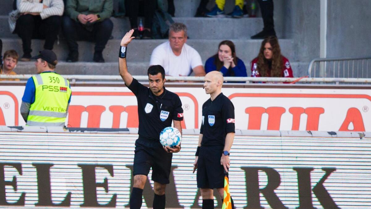 Rohit Saggi og assistentdommer Morten Jensen fikk applaus da de korrekt omgjorde Ranheims straffespark.