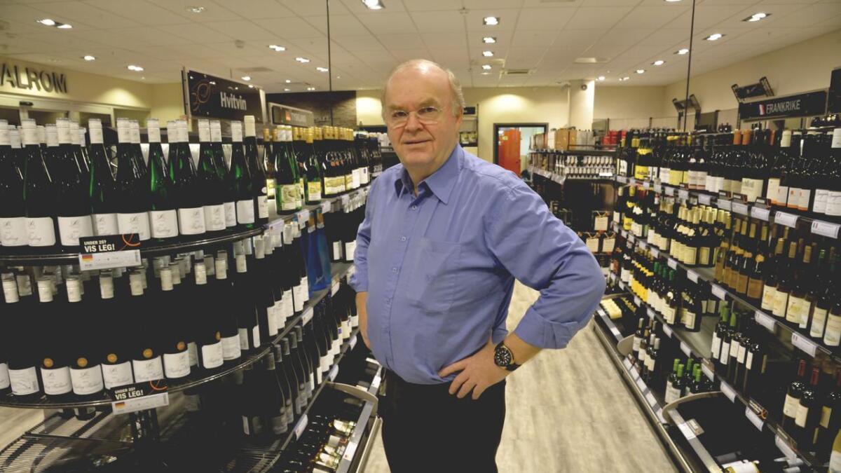 Butikksjef Gunnar Aaneland forteller om travle dager før påska i år. Én dag bør du styre unna hvis du skal unngå kø.
