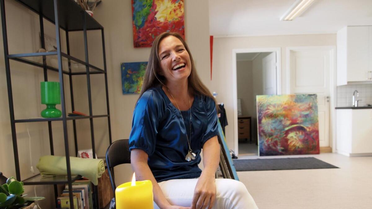 Kunstner Anita Bjørbekk er nominert til Marco Polo-prisen for et av sine malerier. Den fargerike kunstneren            tar med flere malerier sørover i Europa i sommer.Alle