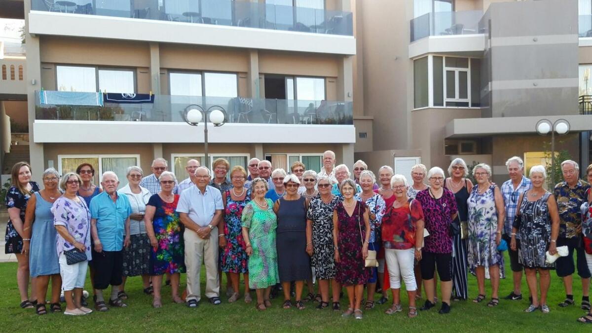Hele gruppa samlet foran hotellet.