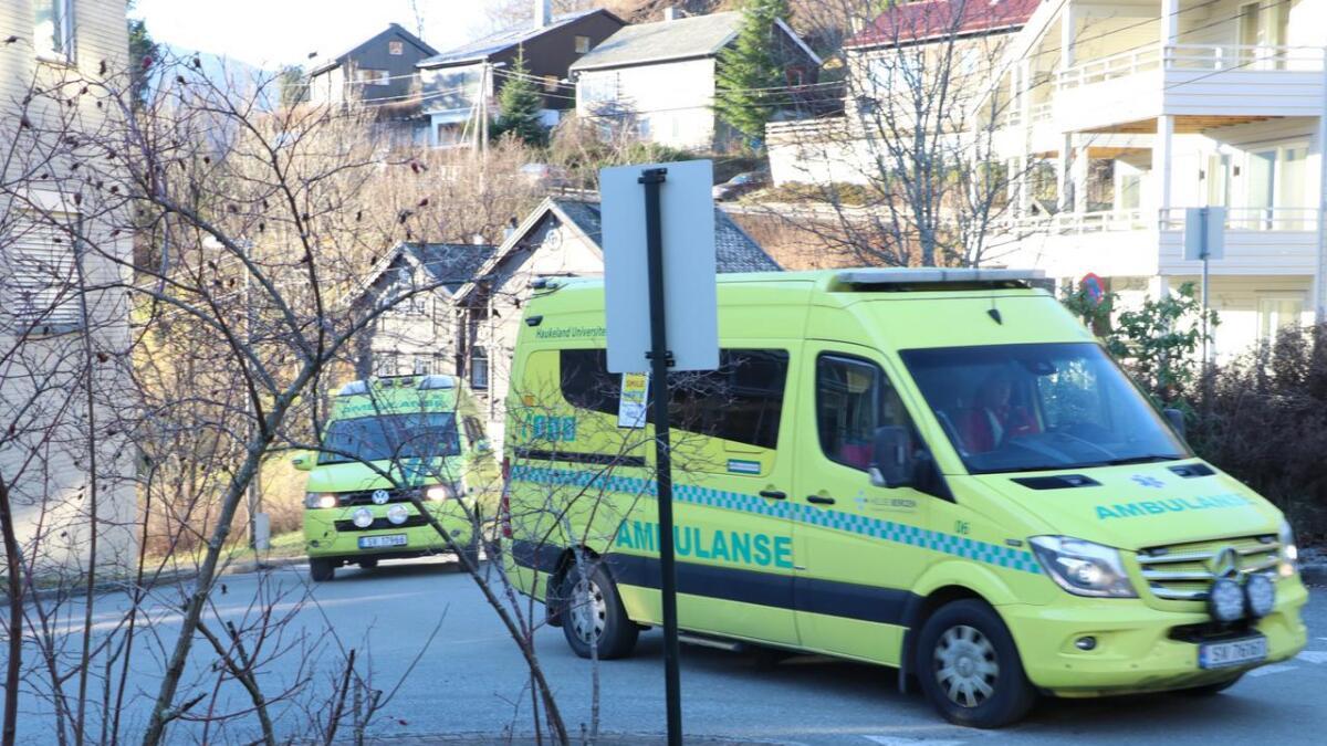 Sju er sendt til sjukehus etter bil kom over i feil køyrefelt.