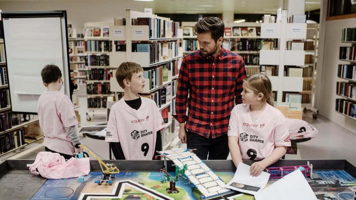 Onsdag kveld gjekk Kodeklubben Gol igjennom siste førebuingar før First Lego League konkurransen i Gjøvik. Frå venstre Marius Opheim Brønno, Robert Brunvoll og LinnÈa ÓmarsdÛttir.