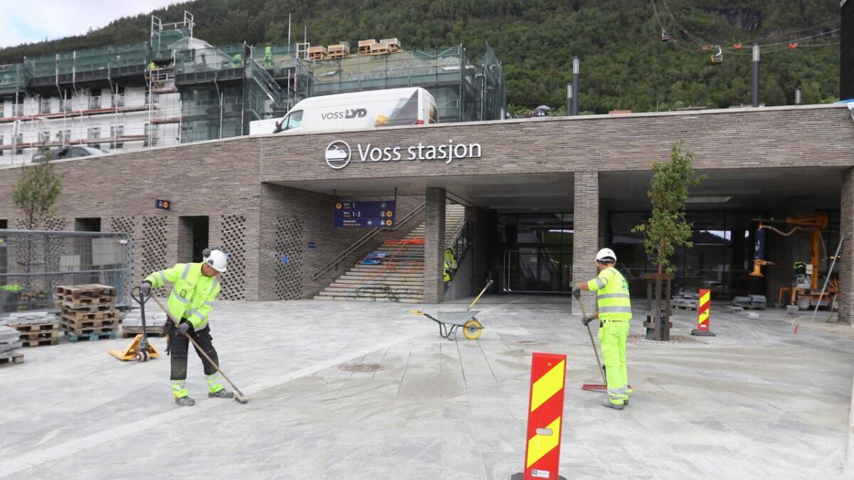 Det er ikkje mykje att før alt er klart nede ved den nye inngangen ved terminalen.