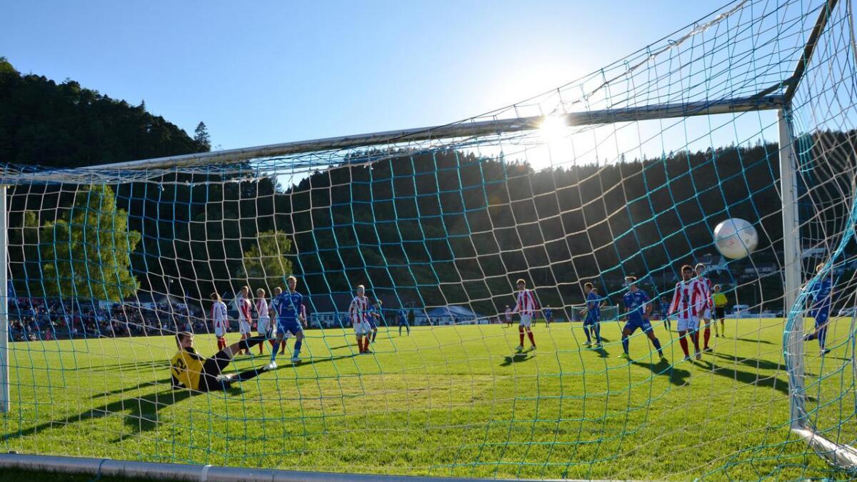 Øyvind Gausdal viste at han kommer til å bli viktig utover høstsesongen. I 8-3-seieren over Fana søndag kveld scoret 29-åringen hat trick. Her scorer han sitt tredje mål for dagen, og sitt ellevte for sesongen.