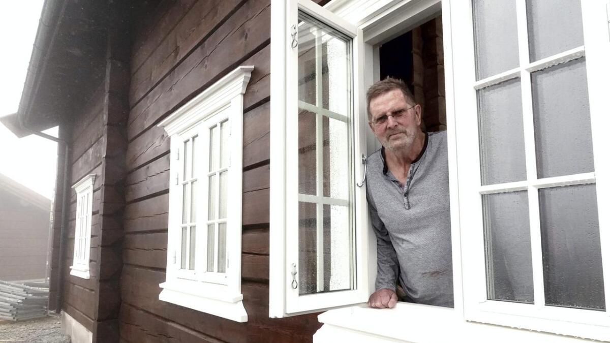 I Rauland fant Svein B. Oppegaard to av de laftehyttene med de mest kostbare skadene han har vurdert. Denne på Gautefall er han derimot fornøyd med.