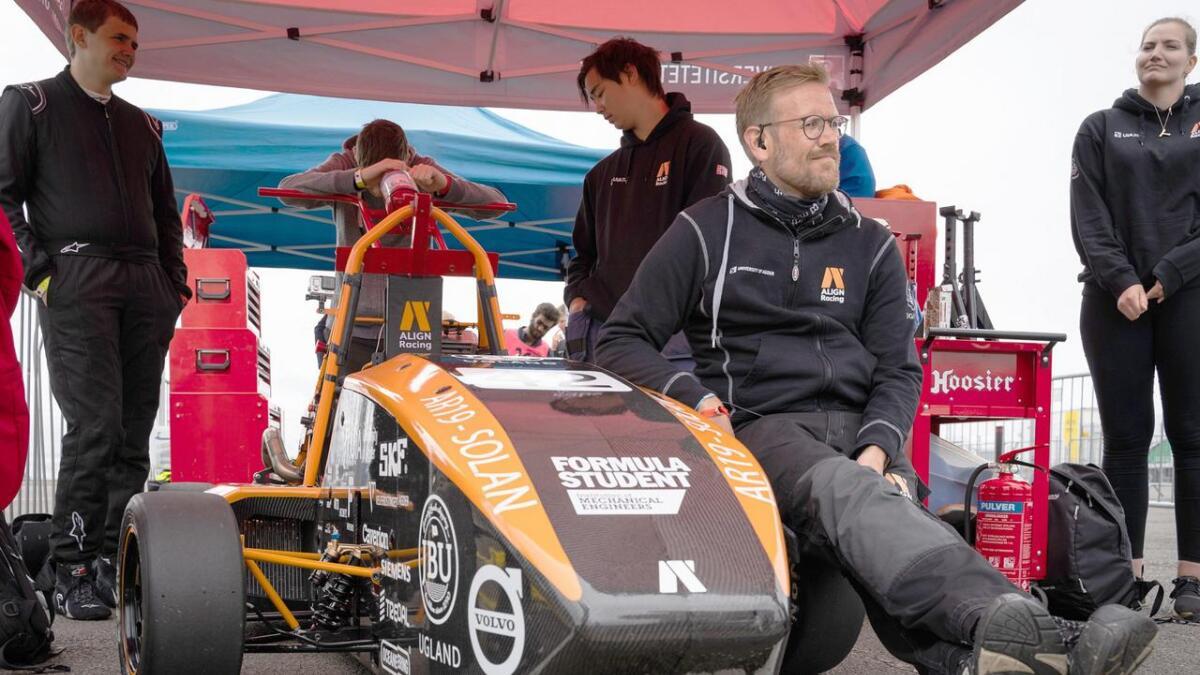 Chassis engenieer manager Øystein Rott tar seg en liten hvil på Solans dekk før den siste testen fredag.