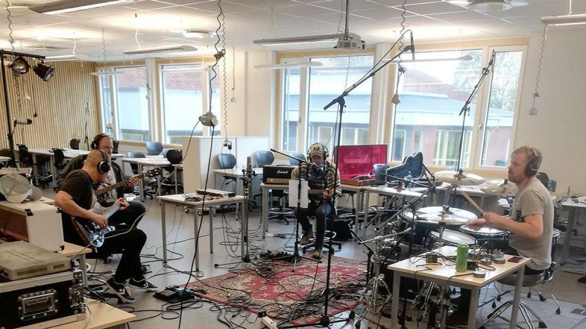 Rangers rigget studio på Birkenlund skole til innspillingen av sitt første album. De har spilt på nasjonale festivaler som Canal Street, Norway Rock Festival og Raumarock, samt på en rekke lokale minifestivaler og spillesteder.