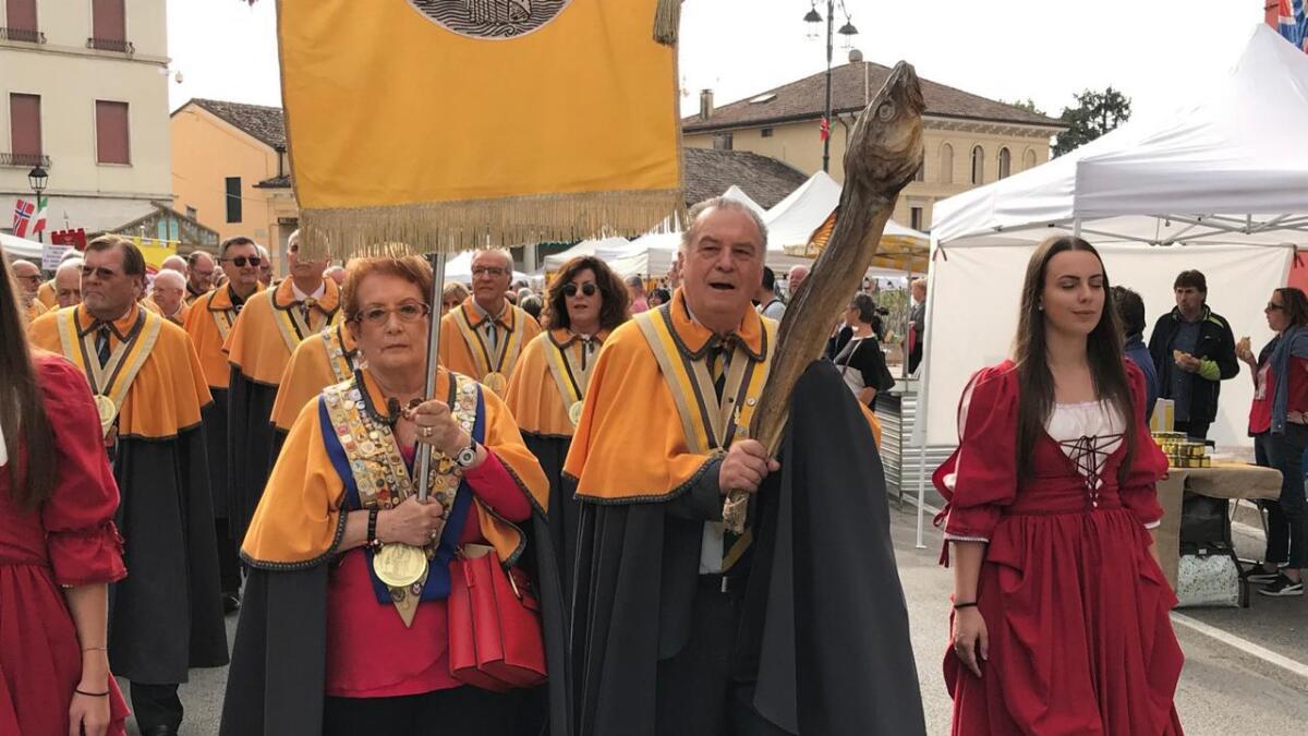 Fra opptoget under tørrfiskfestivalen i Sandrigo. Italia handler utelukkende tørrfisk fra Norge, og i år ble det satt prisrekord. (Alle