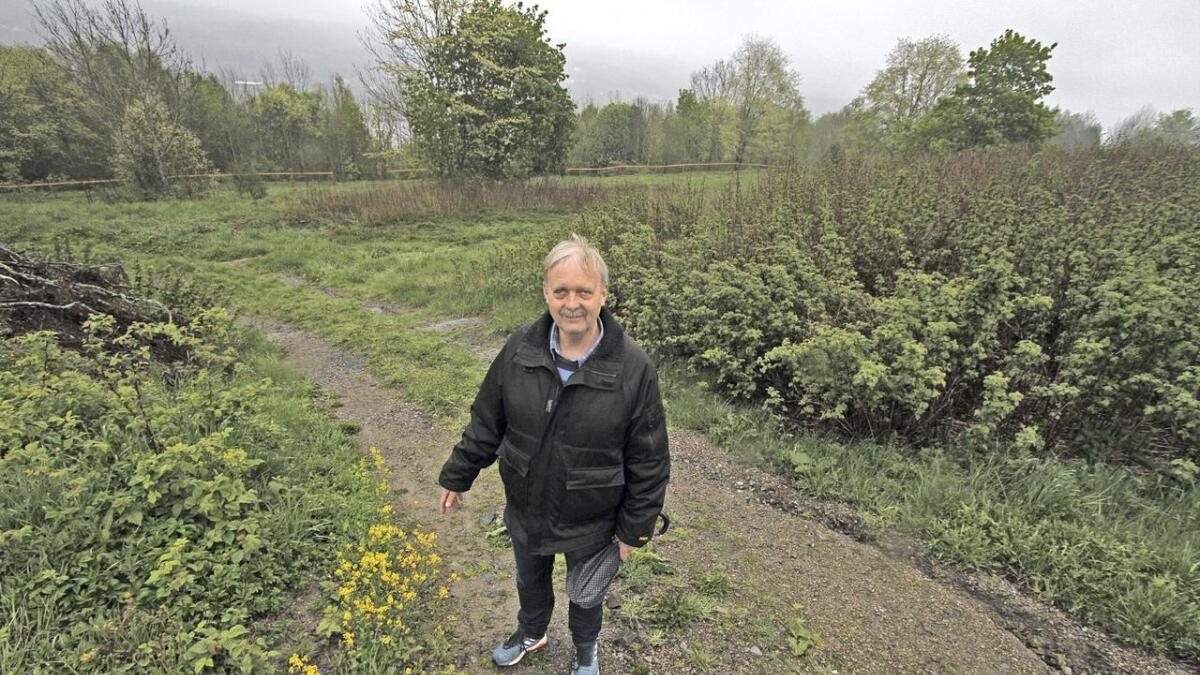 Det blir gjort plass til 90 kistegraver til venstre bak Gudmund          Kverndalen, mens urnegravene skal være i platået nedfor og sørover mot høyre.