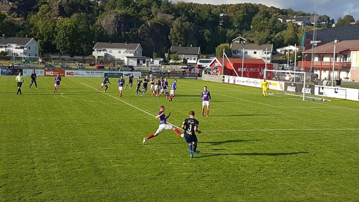 Vindbjarts spillere måtte trekke på seg bortelagets drakter før kampen mot Fram i Larvik.