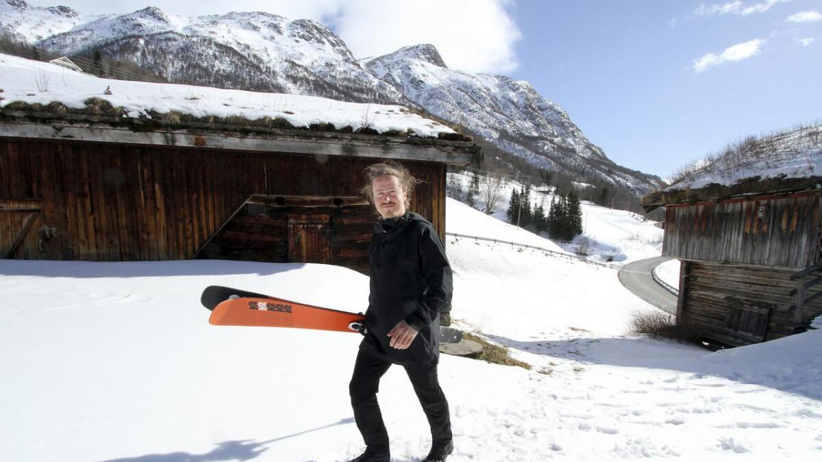 Raulandsfjell og slektsgården Setberg var Sondres barndoms eldorado. Raulandsfjell er fortsatt en av hans absolutte favoritter av fjellområder å kjøre frikjøring i Norge. På tunet hjemme setter han på seg skiene og farter til topps så ofte som mulig.