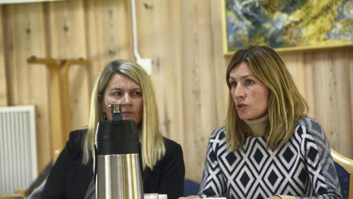 Saman med resten av Tokke formannskap ønsker Laila Karlsen Taraldlien (Sp) (t.v.) og Benedikte Nes (MDG) reguleringsplan.