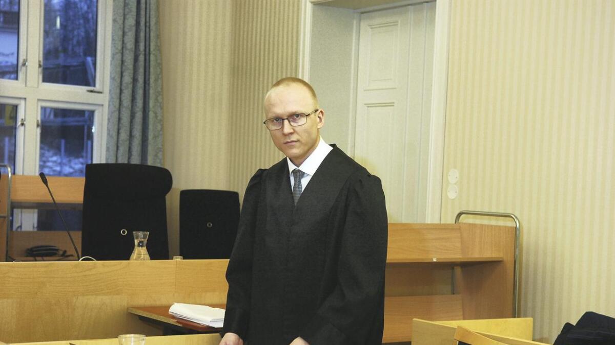 Forsvars- og bistandsadvokat Tom-Daniel Karlstad mener at lang saksbehandlingstid rammer de tiltalte hardest, men at det også kan utfordre rettssikkerheten til de tiltalte.