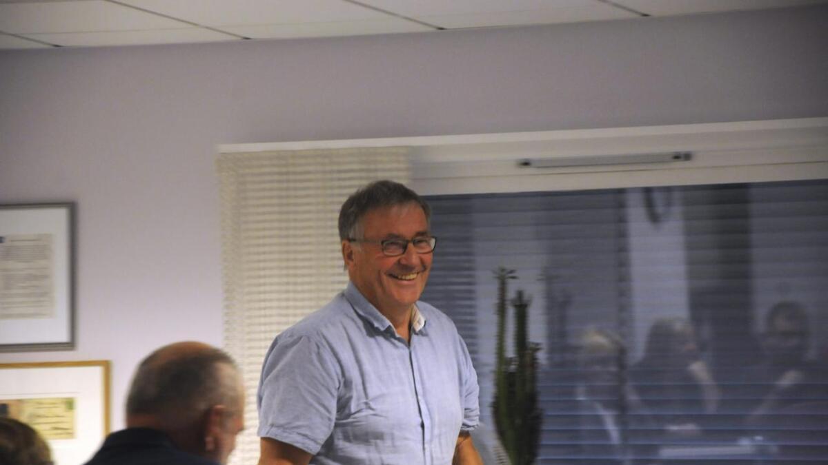 Lars Bjaadal gjev seg som politikar etter totalt 20 år i kommunestyre og fylkesting. Båe