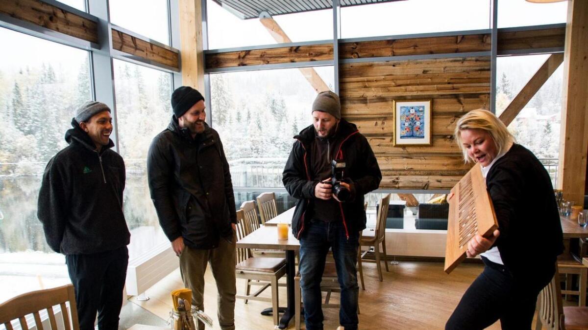 Tete Lidbom, Sven Bisgaard Sundet, Lars Haugdal Andersen var imponert over det kreative namnet på banen i Hallingdal Feriepark.