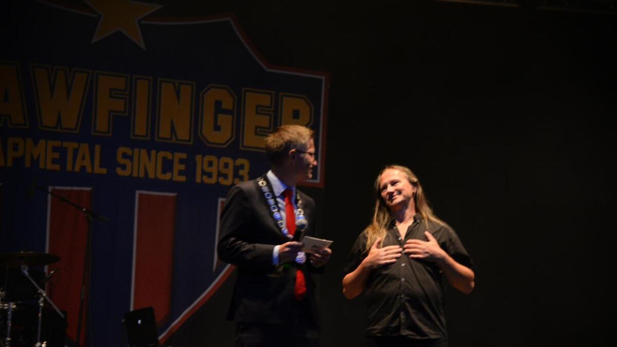 Bård Torstensen fikk kulturprisen av ordfører Robert Nordli.