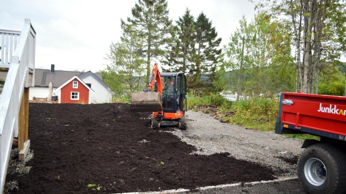 Her blir det gressplen – og etter hvert grillhytte for beboerne.