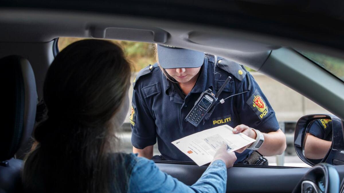 Fordelen med digitalt førerkort er at du alltid har det det med deg på din mobile enhet. Da slipper du å betale gebyr hvis du blir stoppet i kontroll.