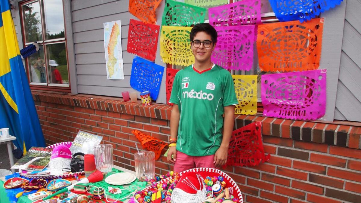 Juan Miguel har reist langt for å være med på sommerleiren. Han presenterte sitt fargesprakende hjemland Mexico.