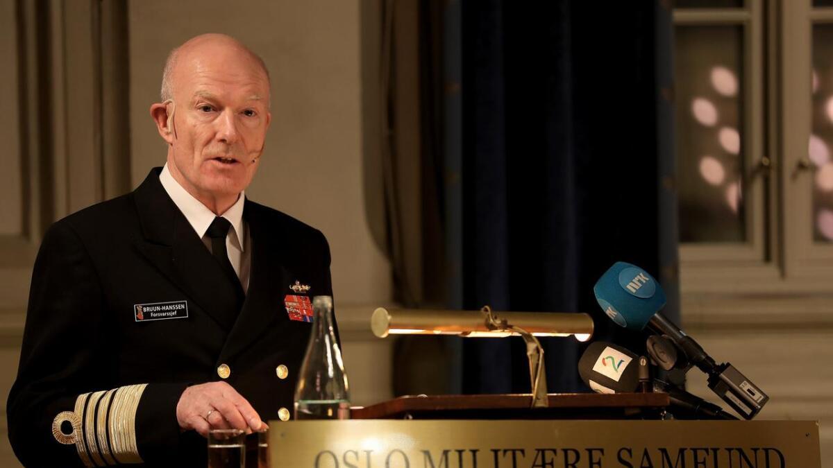 Stortinget har vedtatt utrangering av Andøya flystasjon. Det vil ikke forsvarssjef Haakon Bruun-Hanssen være med på.