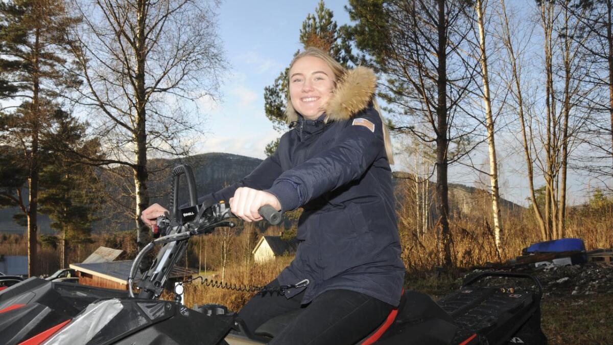 Nora Aas Lund (18) skal på snøskuterkurset som er bare for jenter. Ho trur mange jenter vil vere med på kurset og ta snøskuterlappen.                 BÅE