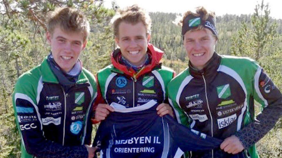 Medan Kristen Mikkelsplass (t.h.) sprang NM i terrengløp i helga, var klubbkameratane Vegard Myklemyr og Kristian Mikkelsplass på pallen i Furumomila.