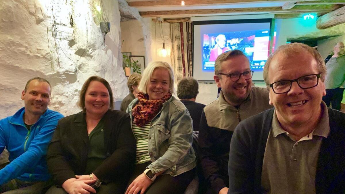 Blide fjes på Senterpartiet sin valvake på Tre Brør.